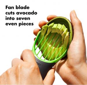 כלי לקילוף וחיתוך אבוקדו