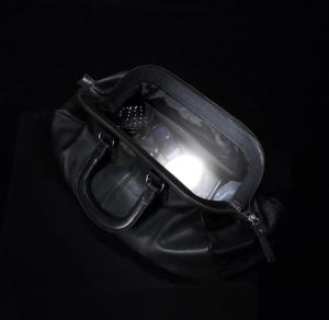 פנס תאורה אוטומטית לארנק ותיק יד